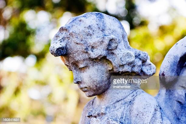 Nahaufnahme verwitterten statue der kleinen Engel, Textfreiraum
