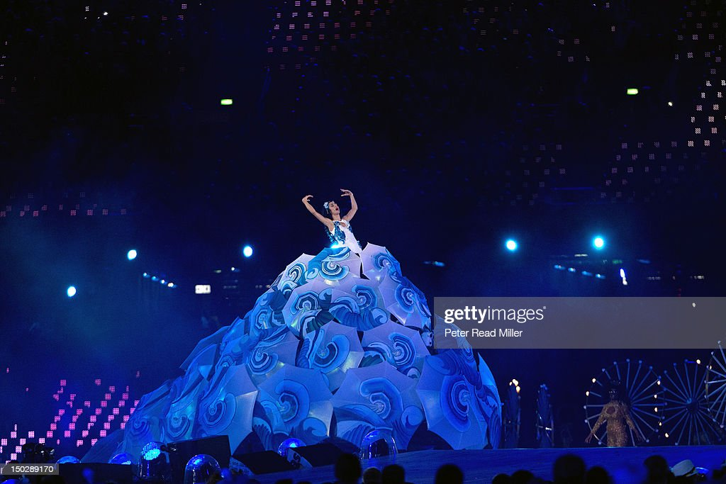 Celebrity pop singer Marisa Monte of Brazil performing during handover segment at Olympic Stadium. Peter Read Miller X155293 TK2 R1 F113 )