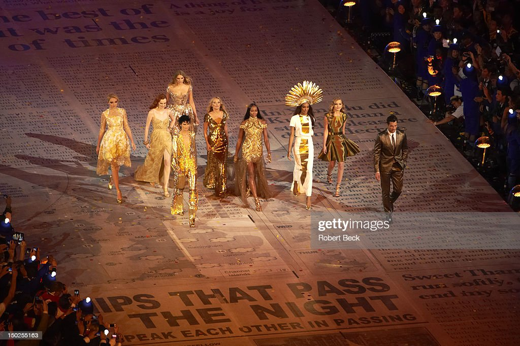 View of British fashion icons, including Kate Moss, Naomi Campbell, Sophie Dahl, and Georgia Jagger at Olympic Stadium. Robert Beck X155167 TK2 R1 F20 )