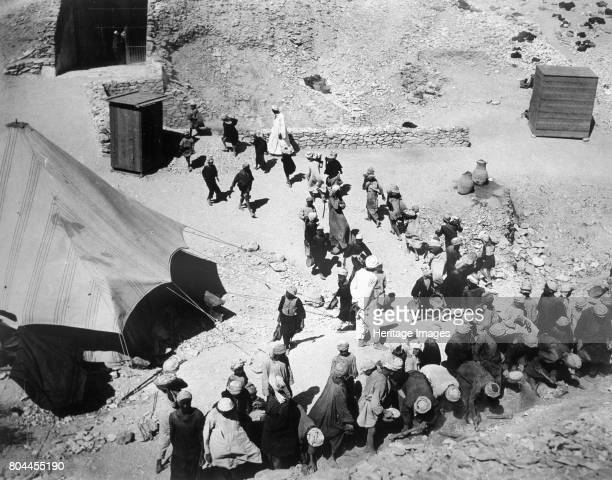 Closing the Tomb of Tutankhamun Valley of the Kings Egypt February 1923 The discovery of Tutankhamun's tomb in 1922 by British archaeologist Howard...