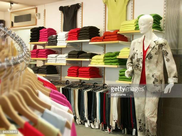 Donne di punto vendita abbigliamento