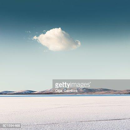 Cloud over a frozen lake : Foto stock
