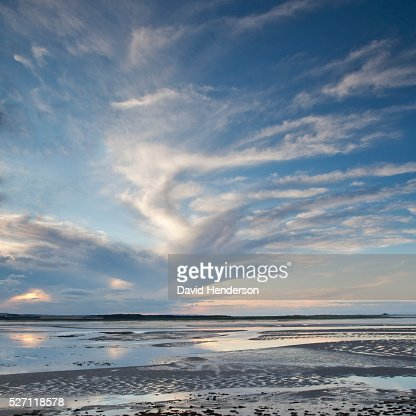 Clouds over tidal pools : Stockfoto