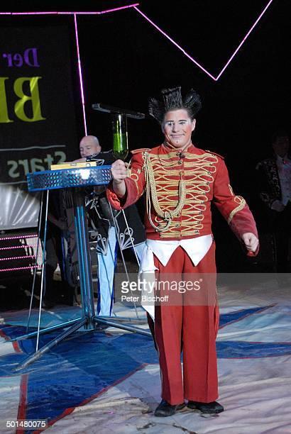 Clown Mitglied beim Clowntrio 'Avantes' Show 'Circus Belly' 'Stars of Cinema' Bremen Deutschland Europa Auftritt Manege Circuszelt Zelt Kostüm Artist...