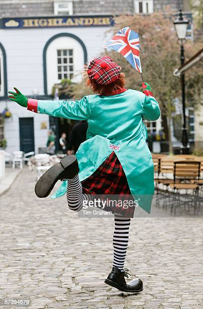 A clown provides entertainment for the crowds awaiting The Queen's walkabout in Windsor Town Centre on April 21 2006 in Windsor England HRH Queen...