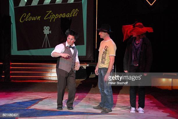 Clown 'Zippogalli' vom Clowntrio 'Avantes' mit CircusMitarbeiter Show 'Circus Belly' 'Stars of Cinema' Bremen Deutschland Europa Finale Auftritt...