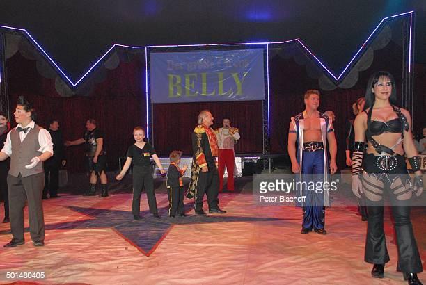 Clown 'Zippogalli' Zauberer Gladiator CircusDirektor Klaus Köhler mit Söhnen 'Catwoman' CircusMitarbeiter Show 'Circus Belly' 'Stars of Cinema'...