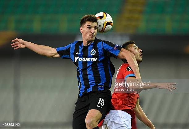 Club Brugges Belgian defender Thomas Meunier and Napoli's BelgianMoroccan midfielder Omar El Kaddouri go for a header during the UEFA Europa League...