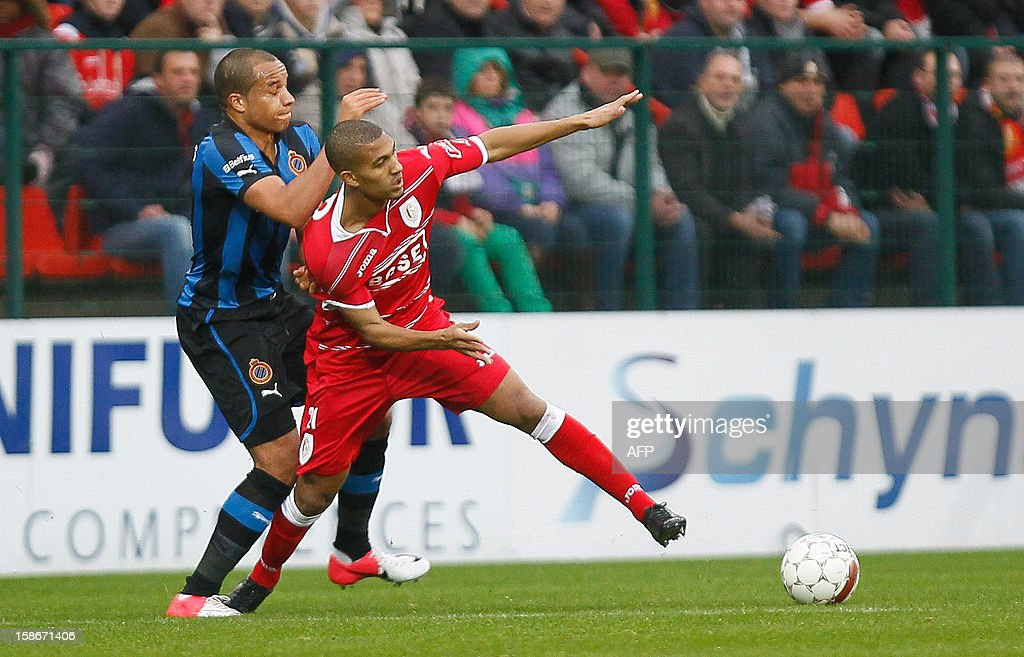 Club Brugge's Vadis Odjidja Ofoe (L) and Standard de Liege's William Vainqueur fight for the ball during their Jupiler Pro League match in Liege on December 23, 2012, on day 21 of the Belgian football championship.
