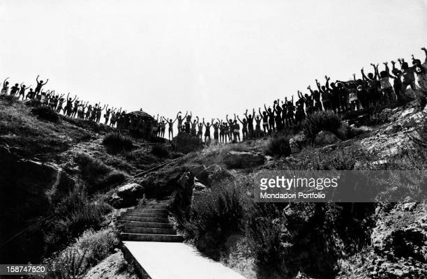 Club Méditerranée of Cefalù guests posing on the edge of a hill for the photographer of Il Milanese Cefalù August 1971