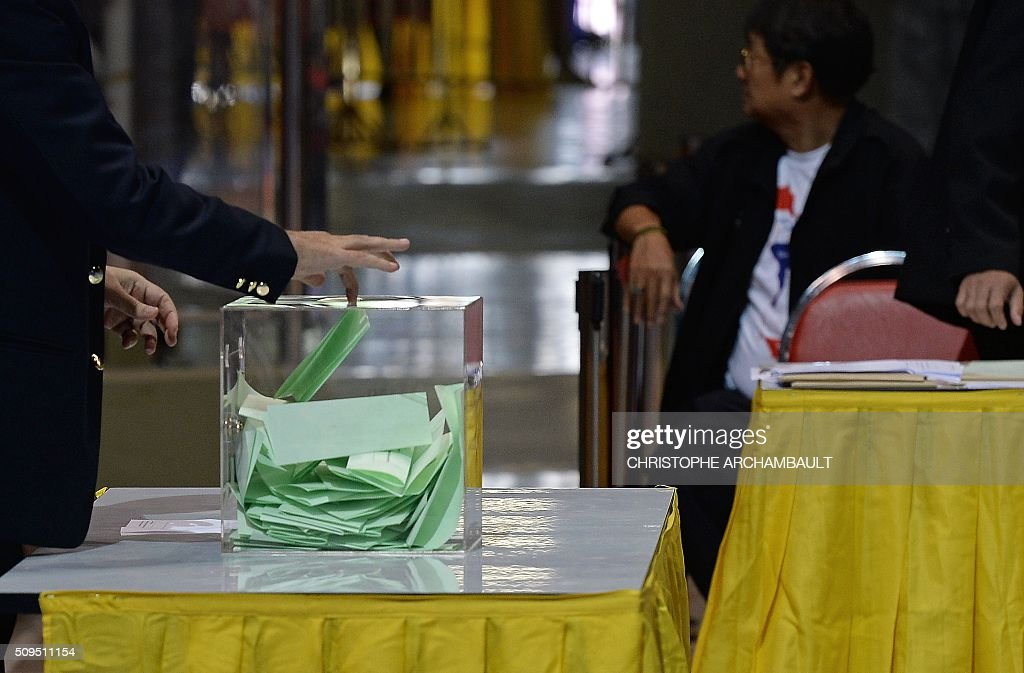 A club representative (L) casts his ballot during the election of the president of the Football Association of Thailand at a stadium in Bangkok on February 11, 2016. Former Thai national police chief Somyot Poompanmoung, who was backed by Leicester City's billionaire owners, was elected as president of the embattled Football Association of Thailand, in a vote prompted by the suspension of the scandal-mired former boss. AFP PHOTO / Christophe ARCHAMBAULT / AFP / CHRISTOPHE ARCHAMBAULT