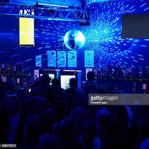 Clubs die Nacht zum Tag