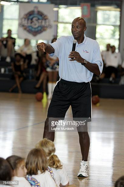 Clyde Drexler NBA legend talks with campers as the New Orleans AllStar logo is unveiled at the Jr NBA/Jr WNBA Basketball Camp on July 17 2007 at the...