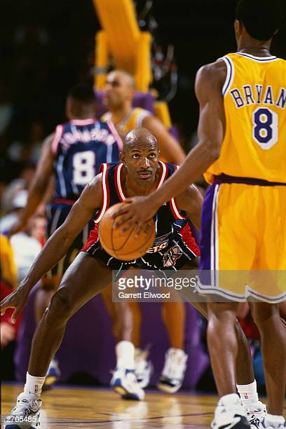 Clyde Drexler of the Houston Rockets defends against Kobe Bryant of the Los Angeles Lakers circa 1998 at the Great Western Forum in Inglewood...
