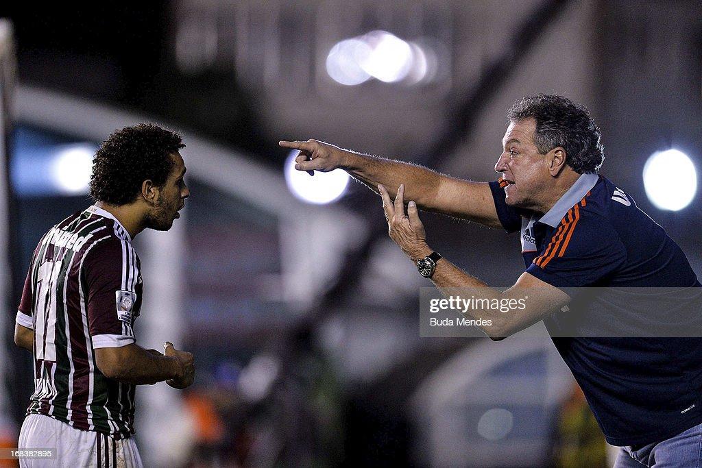 Coach Abel Braga of Fluminense talks to Wellington Nem during the match between Fluminense and Emelec as part of Libertadores Cup 2013 at Sao...
