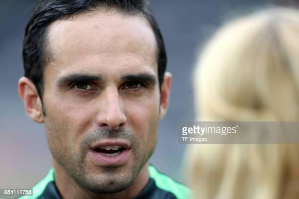 Coach Alexander Nouri of Bremen looks on during the Bundesliga match between SV Darmstadt 98 and Werder Bremen at Stadion am Boellenfalltor on...