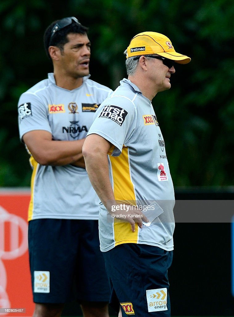 Coach Anthony Griffin (R) and Assistant Coach <a gi-track='captionPersonalityLinkClicked' href=/galleries/search?phrase=Stephen+Kearney&family=editorial&specificpeople=171905 ng-click='$event.stopPropagation()'>Stephen Kearney</a> (L) watch on during a Brisbane Broncos NRL training session on February 28, 2013 in Brisbane, Australia.