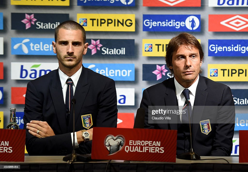 Coach <a gi-track='captionPersonalityLinkClicked' href=/galleries/search?phrase=Antonio+Conte&family=editorial&specificpeople=2379002 ng-click='$event.stopPropagation()'>Antonio Conte</a> of Italy (R) and <a gi-track='captionPersonalityLinkClicked' href=/galleries/search?phrase=Leonardo+Bonucci&family=editorial&specificpeople=6166090 ng-click='$event.stopPropagation()'>Leonardo Bonucci</a> during the press conference at Ullevaal Stadion on September 8, 2014 in Oslo, Norway.