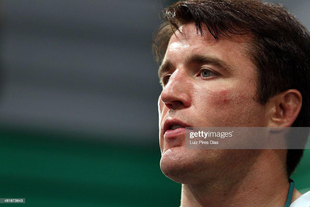 Coach <a gi-track='captionPersonalityLinkClicked' href=/galleries/search?phrase=Chael+Sonnen&family=editorial&specificpeople=5434559 ng-click='$event.stopPropagation()'>Chael Sonnen</a> addresses his team after Team Sonnen fighter Edgard Castaldelli lost to Team Wanderlei fighter Antonio Carlos Junior during season three of The Ultimate Fighter Brazil on January 20, 2014 in Sao Paulo, Brazil.