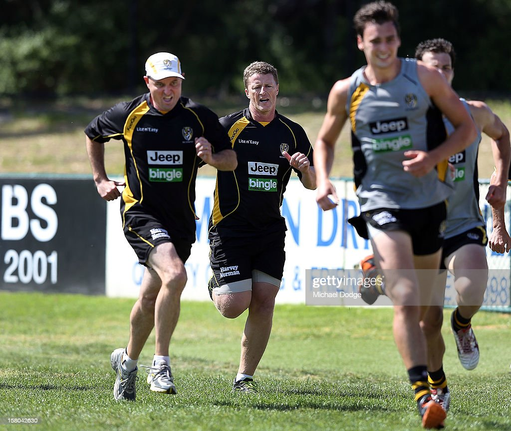 Coach <a gi-track='captionPersonalityLinkClicked' href=/galleries/search?phrase=Damien+Hardwick&family=editorial&specificpeople=162730 ng-click='$event.stopPropagation()'>Damien Hardwick</a> runs some laps with the players during a Richmond Tigers AFL training session at Trevor Barker Beach Oval on December 10, 2012 in Melbourne, Australia.