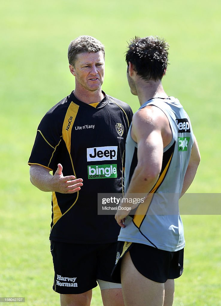 Coach <a gi-track='captionPersonalityLinkClicked' href=/galleries/search?phrase=Damien+Hardwick&family=editorial&specificpeople=162730 ng-click='$event.stopPropagation()'>Damien Hardwick</a> talks to a player during a Richmond Tigers AFL training session at Trevor Barker Beach Oval on December 10, 2012 in Melbourne, Australia.