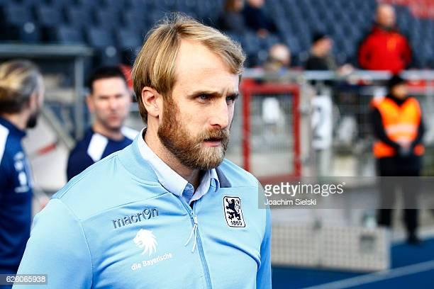 Coach Daniel Bierofka of Muenchen before the Second Bundesliga match between Eintracht Braunschweig and TSV 1860 Muenchen at Eintracht Stadion on...
