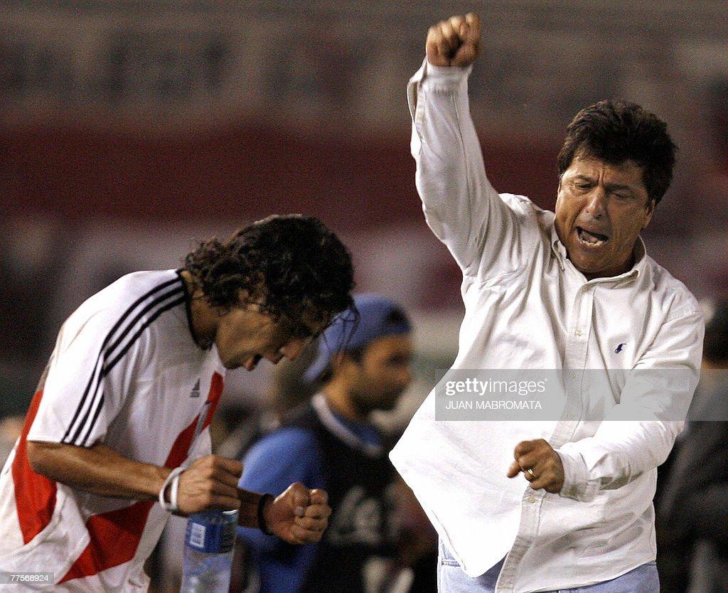Coach Daniel Passarella R of Argentina