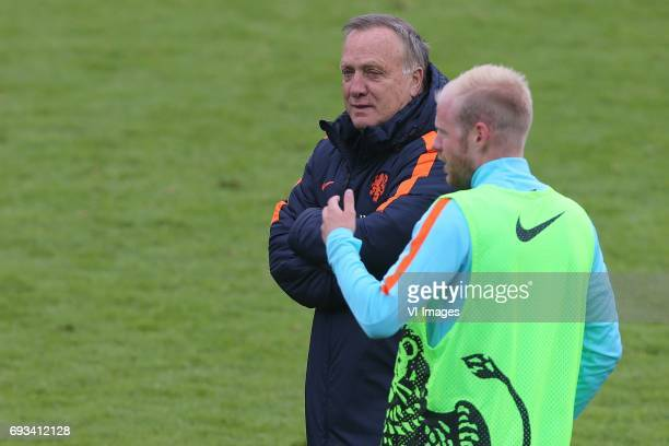 coach Dick Advocaat of Holland Davy Klaassen of Hollandduring a training session prior to the FIFA World Cup 2018 qualifying match between The...