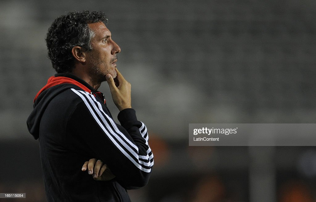 Coach Diego Cagna of Estudiantes de La Plata during a match between Estudiantes and Racing as part of the 7th round of the Torneo Final 2013 at Ciudad de La Plata stadium on March 30, 2013 in La Plata, Argentina.