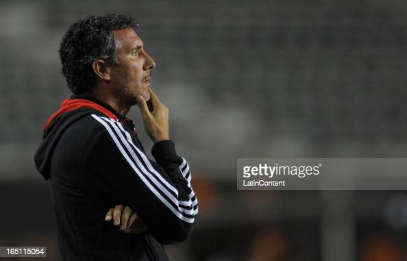 Coach Diego Cagna of Estudiantes de La Plata during a match between Estudiantes and Racing as part of the 7th round of the Torneo Final 2013 at...