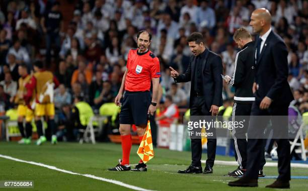 Coach Diego Simeone of Atletico Madrid and coach Zidenine Zidane of Real Madrid looks on during the UEFA Champions League semifinal first leg match...