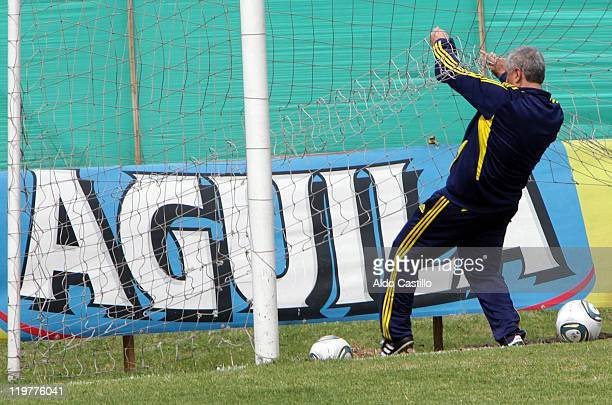 Coach eduardo Lara during a training session prior to the match between Colombia and Francia for the Group A of Sub20 World Cup 2011 on July 24 2011...