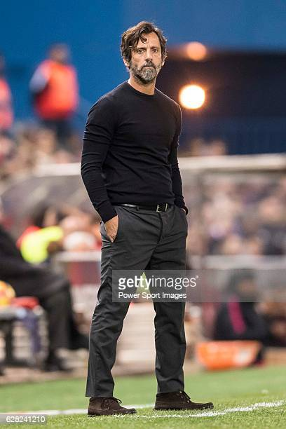 Coach Enrique Sanchez Flores of RCD Espanyol looks on during the La Liga match between Atletico de Madrid and RCD Espanyol at the Vicente Calderon...