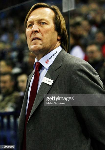 Coach Erich Kuehnhackel of Straubing looks on during the DEL Bundesliga match between Hamburg Freezers and Straubing Tigers at the Color Line Arena...