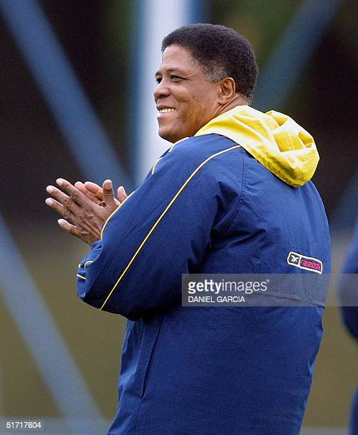 Coach Francisco Maturana oserves his team during practice 03 October 2001 in buenos Aires Argentina AFP PHOTO/Daniel GARCIA