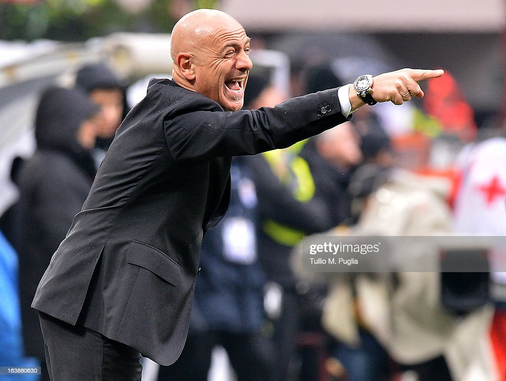 Coach Giuseppe Sannino of Palermo issues instructions during the Serie A match between AC Milan and US Citta di Palermo at San Siro Stadium on March 17, 2013 in Milan, Italy.