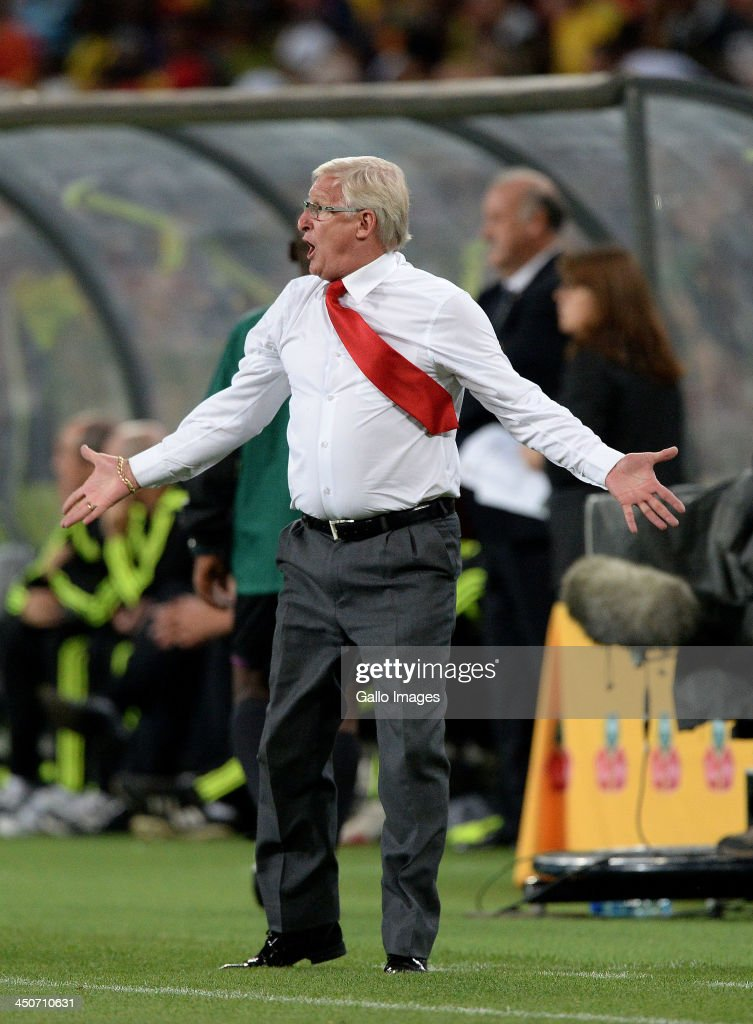 Coach <a gi-track='captionPersonalityLinkClicked' href=/galleries/search?phrase=Gordon+Igesund&family=editorial&specificpeople=3647587 ng-click='$event.stopPropagation()'>Gordon Igesund</a> of South Africa reacts during the International friendly match between South Africa and Spain at Soccer City Stadium on November 19, 2013 in Johannesburg, South Africa.