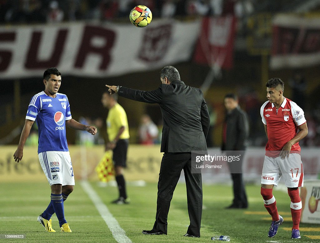 Coach Hernan Torres (C) of Millonarios shouts instructions to Harrison Otalvaro (L) during a match between Millonarios and Independiente Santa Fe as part of the Superliga Postobon 2013 at the Nemesio Camacho Stadium on January 24, 2013 in Bogota, Colombia.