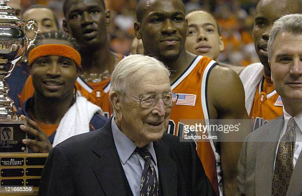 Coach John Wooden with Dee Brown Coach Bruce Weber and other members of the winning Illinois team after Illinois 8970 win in the John Wooden...
