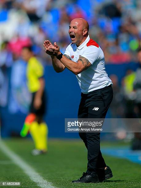 Coach Jorge Sampaoli of Sevilla FC encourages his players during the La Liga match between CD Leganes and Sevilla FC at Estadio Municipal de Butarque...