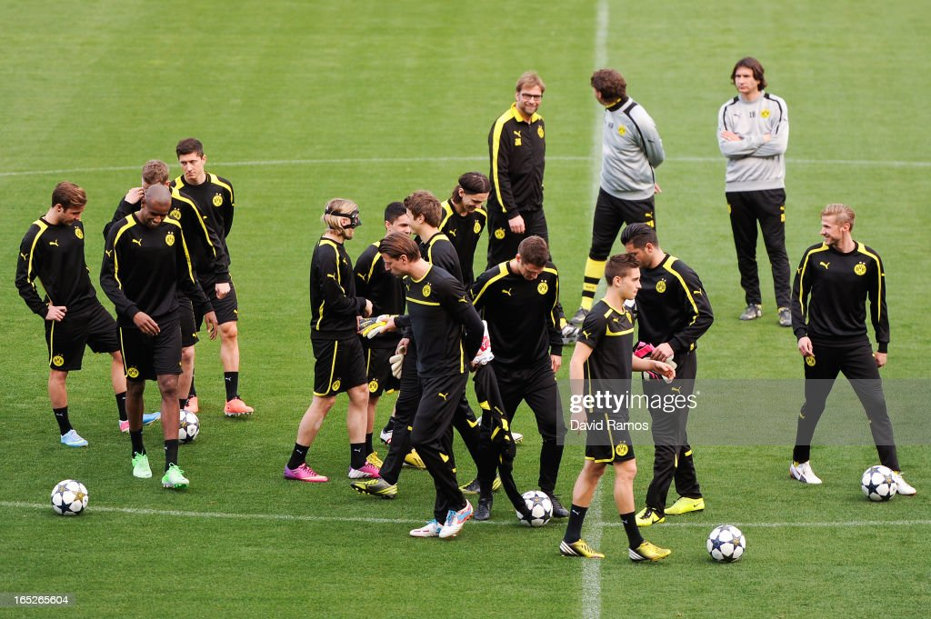 Coach Jurgen Klopp (C) of Borussia Dortmund looks at his players during training session ahead of the UEFA Champions League quarter-final first leg match against Malaga CF at La Rosaleda Stadium on April 2, 2013 in Malaga, Spain.