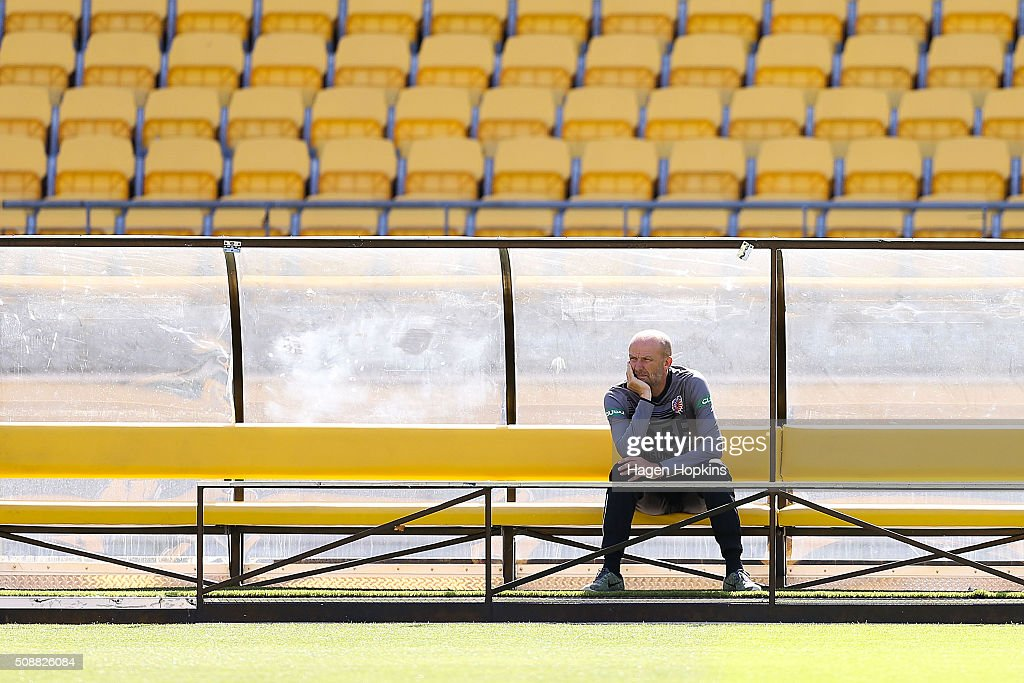 Coach Kenny Lowe of the Glory looks on during the round 18 A-League match between Wellington Phoenix and Perth Glory at Westpac Stadium on February 7, 2016 in Wellington, New Zealand.