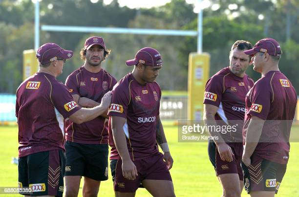 Coach Kevin Walters Johnathan Thurston Cameron Smith and Anthony Milford talk tactics during a Queensland Maroons State of Origin training session at...