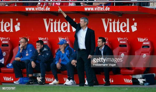 Coach Lucien Favre of Hertha gives instructions during the Bundesliga match between FSV Mainz 05 and Hertha BSC Berlin at Bruchweg Stadium on...