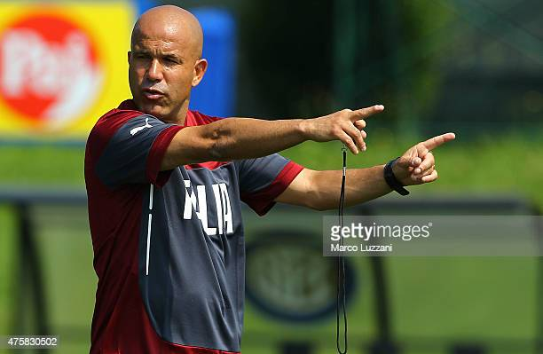 U21 coach Luigi Di Biagio issues instructions to his players during Italy U21 training session at the club's training ground on June 4 2015 in...