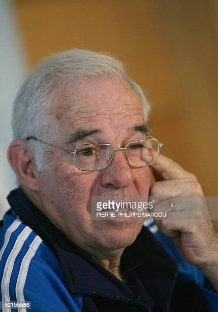 Coach Luis Aragones gestures during a news conference after the Spanish football national team's training session in Almeria 08 February 2005 the day...
