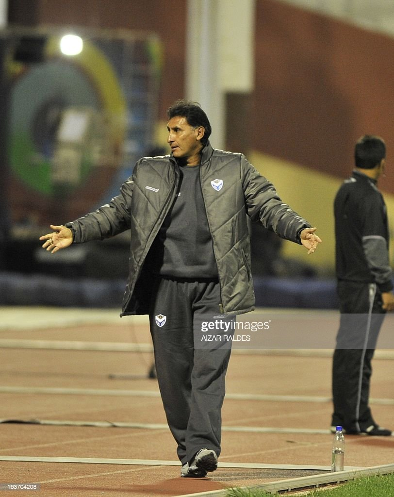 Coach Marcos Ferrufino of Bolivia's San Jose gestures during their Copa Libertadores match against of Colombia´s Millonarios at Jesus Bermudez stadium in Oruro, Bolivia, March 14, 2013.AFP PHOTO/Aizar Raldes