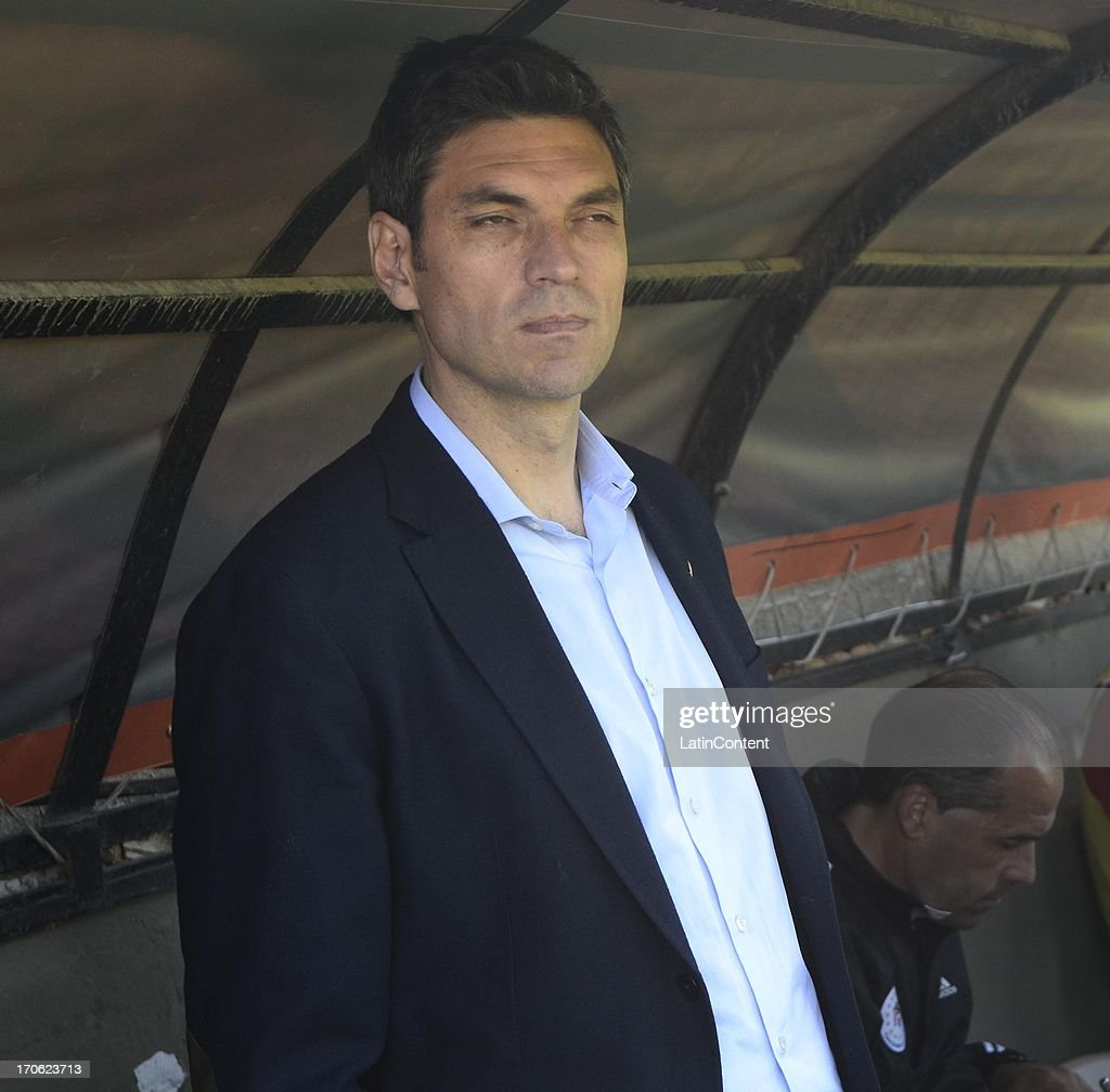 Coach of Estudiantes, <a gi-track='captionPersonalityLinkClicked' href=/galleries/search?phrase=Mauricio+Pellegrino&family=editorial&specificpeople=2236854 ng-click='$event.stopPropagation()'>Mauricio Pellegrino</a> looks on during a match between San Martin de San Juan and Estudiantes de La Plata as part of the Torneo Final 2013 at the Ingeniero Hilario Sanchez stadium on June 15 2013 in San Juan, Argentina.