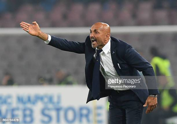 Coach of FC Internazionale Luciano Spalletti gestures during the Serie A match between SSC Napoli and FC Internazionale at Stadio San Paolo on...