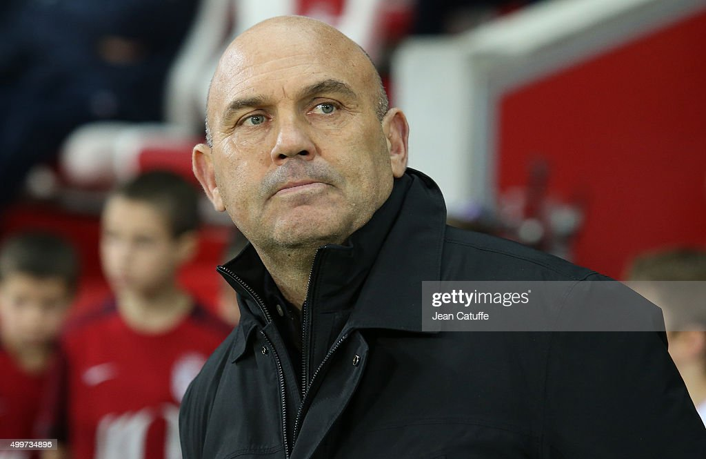 Coach of Lille <a gi-track='captionPersonalityLinkClicked' href=/galleries/search?phrase=Frederic+Antonetti&family=editorial&specificpeople=865797 ng-click='$event.stopPropagation()'>Frederic Antonetti</a> looks on during the French Ligue 1 match between Lille OSC (LOSC) and AS Saint-Etienne (ASSE) at Stade Pierre Mauroy on December 2, 2015 in Lille, France.